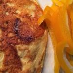 Sprød omelet med skinke, tomat og peber