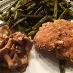 Paneret kylling, bønnefritter & kantarel a la creme