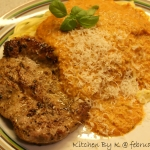 Kotelet med frisk pasta & hjemmelavet pikant tomatsauce.