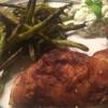 Spatchcock kylling, bønnefritter og tzatziki