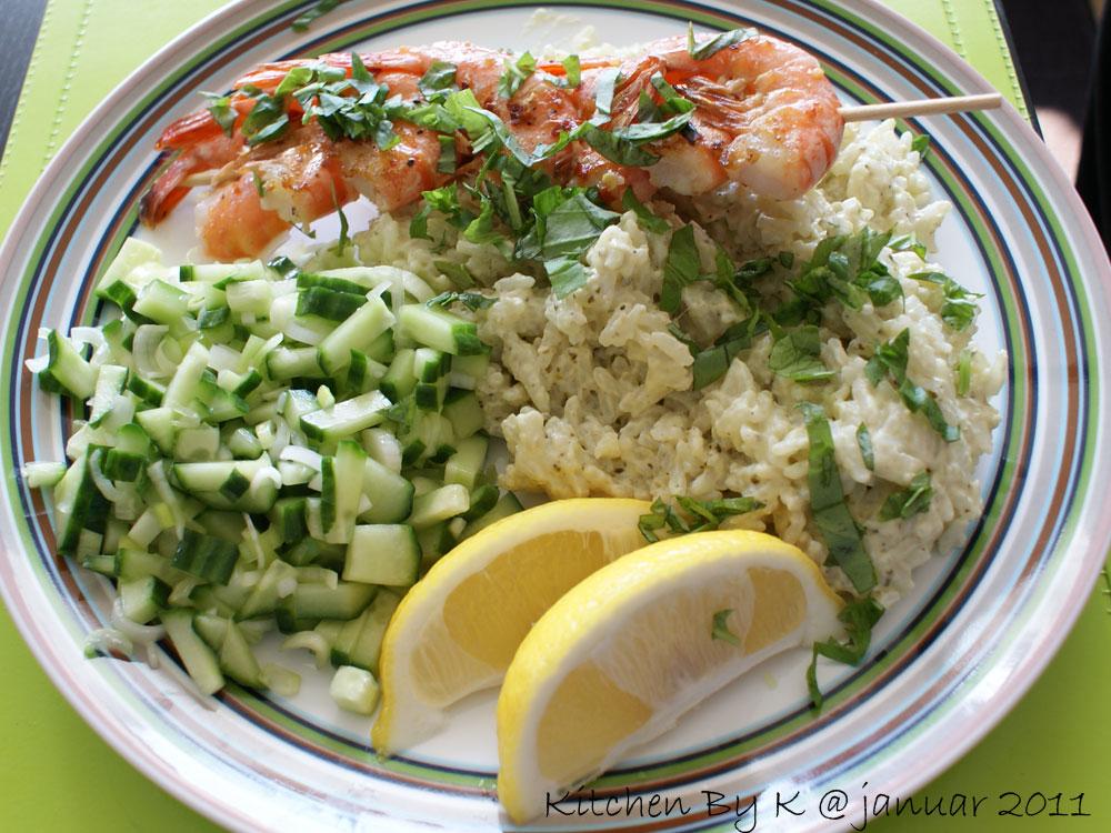 Grillede Tigerrejer med pesto ris og agurke/forårløg salat.